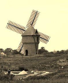 Moulin de la Falaise, Batz-sur-mer (Bretagne, France). Complete, operating and visitable old windmill, 16th century.