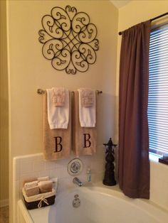 Master bathroom decor home ideas bathroom towel decor, bathr Tuscan Bathroom Decor, Bath Decor, Brown Bathroom Decor, Hang Towels In Bathroom, Bathroom Wall, Decorative Bathroom Towels, Bath Towels, Bathroom Candles, Serene Bathroom