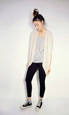How to wear converse high tops with leggings summer outfits ideas Leggings And Converse, High Top Converse Outfits, Converse High, Leggings Shoes, Black Leggings, Converse Sneakers, Converse Fashion, Galaxy Converse, Converse Style