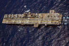 The amphibious assault ship USS Kearsarge (LHD Navy Marine, Navy Military, Us Marine Corps, Uss Kearsarge, Us Navy Ships, Landing Craft, United States Navy, Submarines, Aircraft Carrier