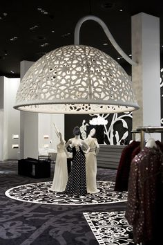 The prestigious Condé Nast Traveller Innovation and Design Awards 2009 short listed Marcel Wanders for the interior design of the Villa Moda store in Bahrain - a multibrand luxury fashion store founded by Sheikh Majed, in the Retail category. Retail Interior Design, Retail Store Design, Boutique Interior, Retail Stores, Visual Display, Display Design, Visual Merchandising, Vitrine Design, Store Displays