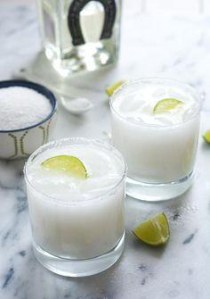 Wedding Drink Ideas: Skinny Coconut Margarita Recipe - http://www.diyweddingsmag.com/recipe/skinny-coconut-margarita-recipe/