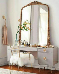 Makeup Vanity In Bedroom Winter - for the beauty room: 10 of our favorite modern makeup vanity Modern Makeup Vanity, Makeup Table Vanity, Vanity Ideas, Mirror Vanity, Makeup Tables, Mirror Ideas, Makeup Dresser, Beauty Vanity, Diy Vanity Table