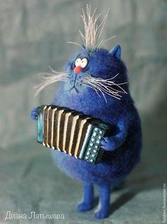 Купить или заказать Кот-музыкант в интернет магазине на Ярмарке Мастеров. С доставкой по России и СНГ. Материалы: шерсть 100%, проволока, пластика,…. Размер: 18 см