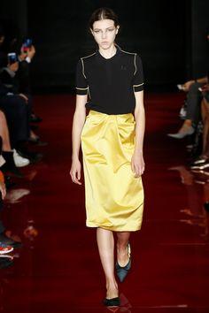 Rochas Spring 2018 Ready-to-Wear Fashion Show - Lea Julian