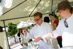 Midsummer Night´s Cultural picnic 2012. Pop up ravintola, kokit työssä. Kuva: Maiju Saari