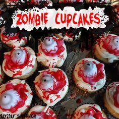 Zombie Cupcakes: Easy Last-Minute Halloween Treat Halloween Sweets, Halloween Cupcakes, Halloween Boo, Halloween Decorations, Halloween Ideas, Zombie Christmas, Zombie Cupcakes, Hubby Birthday, Dessert Table