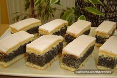 E pa,došlo je vreme da i ja častim.Razlog-položila sam prvi ispit na svom 'nastavku' studiranja!I to vas častim svojim omiljenim kolačem,koji provereno mogu sama celog da ga pojedem.Izvolite… Homemade Sweets, Homemade Cakes, Baking Recipes, Cookie Recipes, Dessert Recipes, Poppy Seed Dessert, Kolaci I Torte, Torte Cake, Croatian Recipes