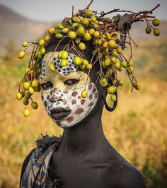"Fay Hart on Instagram: ""#beautiful #omitribe #omovalley#decoration #nature #tradition #details #fabulous #feminine #facepainting #instagood #love#art"" African Tribes, African Art, Tribal Face, Tribal People, Human Art, African Culture, Aboriginal Art, African Beauty, Interesting Faces"