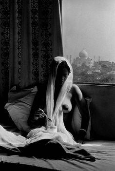 Domes of Fame, Taj Mahal, 1985 by Raghu Rai