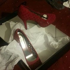 Heels RED HOT HEELS!!!!! NEVER WORN...basket weave design.. JustFab Shoes Heels