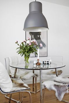Check out this clear and chic dining room space @bloglovin featuring the transparent TOBIAS chairs from IKEA.