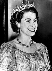 Tataranieta: Isabel II del Reino Unido. hija de Jorge VI del Reino Unido( biznieto de Victoria)   y de Isabel Bowes-Lyon. Consorte: Felipe, duque de Edimburgo.  Descendencia:  Carlos, príncipe de Gales. Ana, princesa real. Andrés, duque de York. Eduardo, conde de Wessex.