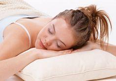 A medida que envejecemos el #sueño se hace más frágil y se interrumpe con facilidad. Sin embargo, un #descanso nocturno adecuado es necesario para disfrutar de buena #salud. #CinfaSalud #insomnio