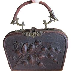 A lovely antique Art Nouveau handbag style sewing case or Ladies Necessaire. The case is made of leather and features a hand worked Art Nouveau floral motif on both sides, it has pretty brass Vintage Purses, Vintage Bags, Vintage Handbags, Art Nouveau, Sewing Case, Moda Retro, Leftover Fabric, Sewing Accessories, Sewing Projects For Beginners