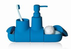 SUBMARINO DI SELETTI I vostri bambini non vogliono mai lavarsi? Con questo contenitore portaspazzolini (ma anche portasapone e portaoggetti) cambieranno subito idea. E' composto da tanti pezzi in ceramica, calamitati (design Hector Serrano).