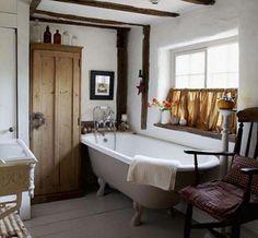 Cupboard Primitive Bathrooms, Rustic Bathrooms, Small Bathroom, Bathroom Vintage, Cosy Bathroom, Chic Bathrooms, Bathroom Wall, Bathroom Ladder, Decorating Bathrooms