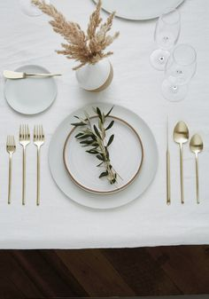 Looking for Minimal Flatware Rentals for a Wedding or Event in Los Angeles, CA? Discover Greystone Table & explore our collection of Chic Flatware Rentals Vase Deco, Deco Table Noel, Silver Sage, Dimensional Shapes, Decoration Table, Wedding Designs, Picture Wall, Wedding Decorations, Home Decor Accessories