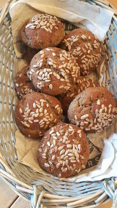 Brötchen aus Leinsamenmehl und Mandelmehl Rolls of flaxseed flour and almond flour, a delicious reci Flaxseed Flour, Almond Flour, Almond Bread, Gluten Free Wraps, Flax Seed Recipes, Gluten Free Breakfasts, Peanut Butter Banana, Wrap Recipes, Banana Bread Recipes
