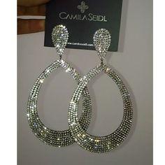 E para hoje, muito luxo!!! Maxi argola cristal Camila Seidl!! Venha conferir as novidades e promoções!   Desconto especial à vista ou em até 6 x no cartão!    Compre pelo WhatsApp: 51 - 99948 5580    Envio para todo Brasil 💌    #oliviabassobijusesemijoias #bijusdaolivia #camilaseidl #camilaseidlglamgirls #glamour #swarovski #brilho #luxo #temqueter #jewelery