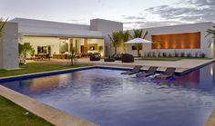 gorgeous modern pool house - open wall / open to exterior floor plan -- Casa da piscina - Galeria de Imagens Modern Pool House, Modern Pools, Modern House Design, Swimming Pools Backyard, Swimming Pool Designs, Modern Exterior, Exterior Design, Luxury Pools, Modern Architecture House