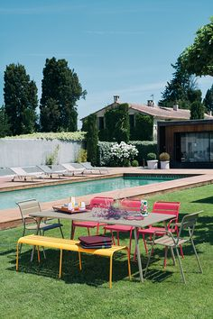 194x94 cm Monceau table, garden metal table Music Shake, Outdoor Dining, Outdoor Decor, Outdoor Ideas, Terrazzo, Outdoor Furniture Sets, Armchair, Patio, Studio