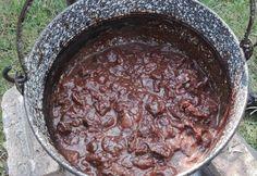Áfonyás-erdeigombás-őzragu bográcsban Ciabatta, Iron Pan, Cooking Recipes, Vegetables, Food, Drinks, Meat, Essen, Dutch Oven