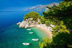 Die Top 12 der schönsten Strände in Kroatien (2021) Romantic Destinations, Amazing Destinations, Hotels In Dubrovnik, Croatian Islands, Destination Wedding Invitations, Destination Weddings, Seaside Resort, Local Attractions, Most Beautiful Beaches