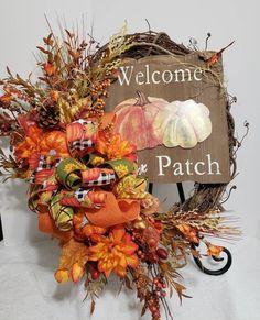 Autumn Wreaths For Front Door, Easy Fall Wreaths, Wreath Fall, Thanksgiving Wreaths, Diy Wreath, Thanksgiving Decorations, Glitter Pumpkins, Fall Pumpkins, Artificial Pumpkins