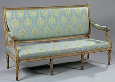 Canapé en bois mouluré et sculpté de frises de rubans et chutes de piastres. Estampillé G. Jacob. Époque Louis XVI. H. 100 L. 167 P. 57 cm Georges Jacob, reçu maître en 1765.