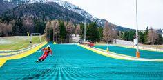 Skifahren ohne Berge und Schnee auf sogenannten Dry Slopes. ©Neveplast Mission Possible, Dubai Uae, Audi Quattro, Your Smile, Budapest, Skiing, Golf Courses, Dance Floors, Ski
