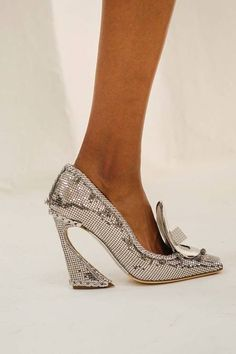 I love the shape of this heel!