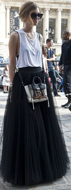 Today my post is called 25 Street Style Paris Fashion Week Spring 2014 and gives you street style outfit ideas directly taken from the fashion week in Paris Looks Street Style, Looks Style, Mode Chic, Mode Style, Black And White Outfit, Black Tutu, Black White, Long Black Tulle Skirt, Black Tulle Skirt Outfit