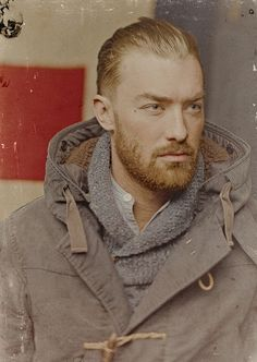 There's something about rugged style that really strikes a chord. Lots of chunky knit and rough cloth stacked one on top of the other is an amazing look. Rugged Style, Moustaches, Style Brut, Look Fashion, Mens Fashion, Look Man, Hair And Beard Styles, Facial Hair, Stylish Men