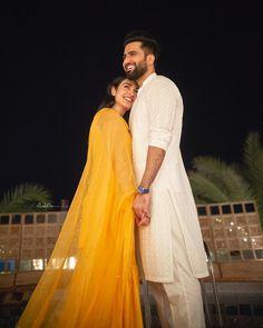 Indian Wedding Couple Photography, Photo Poses For Couples, Wedding Couple Poses Photography, Girl Photography Poses, Cute Couple Poses, Couple Picture Poses, Couple Photoshoot Poses, Robin, Pre Wedding Poses