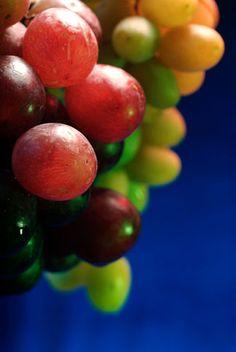 Still life Grapes by Thu & Mads, via Flickr