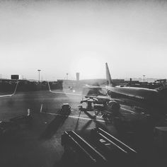 Getting ready to keep producing some good stuff hope you all have an awesome week... #hopechannel #esperanzatv #vislumbres #tvproduction #productionhouse #producerlife #poiretcreations #musicvideo #christianmusic #airport  #united #sunset #landscape #photographer #photooftheday #traveling #travelphotography #travel #trips #producing #recording #airplane #photo