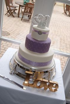 Is this a new trend in wedding cakes Adventure Time Lilac Wedding Cake Indian wedding cake cake Diamond Wedding Cakes, Purple Wedding Cakes, Lilac Wedding, Cream Wedding, Lavender Weddings, Bling Wedding, Cake Wedding, Floral Wedding, Wedding Cake Cookies