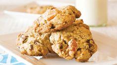 Recipe: Oaty apricot & chocolate cookies | Stuff.co.nz