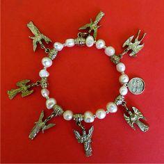 Pulsera de 7 arcángeles con perlas de río.. $20.00 dlls Regina Salcedo Joyería - Guadalajara, México. Ventas cesarsalcedoh@gmail.com