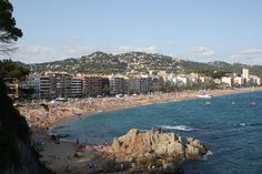 All the info to reach Lloret de Mar by plane, via Girona-Costa Brava. Hard Rock, Bodybuilding Meal Plan, Spain History, Barcelona, Spain Holidays, Vacation Places, Pilgrimage, Holiday Destinations, Where To Go