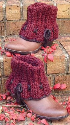 Ravelry: Adderley Boot Cuffs pattern by Janet Brani ~ these will go with my short boots nicely.Add a warm lining and flirty ruffles to your short boots with these decorative cuffs. Crisscrossed lacings and a simple border are the perfect finishing to Guêtres Au Crochet, Crochet Boots, Knit Boots, Crochet Slippers, Crochet Clothes, Crochet Stitches, Single Crochet, Knitted Boot Cuffs, Ravelry Crochet