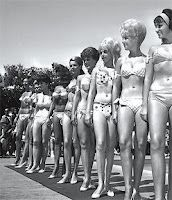 A Beauty & Bikini Contest at the Palm Springs Racquet Club in 1963 Bathing Beauties, Wet Hair, Black And White Pictures, Bikini Photos, The Good Old Days, Bra Tops, Palm Springs, Bikinis, Swimsuits