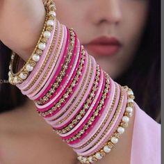 Bridal Bangles, Bridal Jewelry, Bangle Ceremony, Modern Henna Designs, Bangle Box, Indian Jewelry Sets, Fancy Jewellery, Hand Jewelry, Jewelry Design