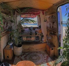 Kombi Home, Bus Living, Van Home, Bus Life, Van Interior, Indie Room, Hippie Life, Aesthetic Rooms, Room Ideas Bedroom