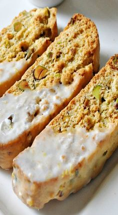 Fresh and light, these lemon glazed biscotti are studded with roasted pistachios and have all the bright flavors of lemon. Apricot Biscotti Recipe, Pistachio Biscotti, Pistachio Cookies, Arabic Dessert, Arabic Sweets, Arabic Food, Cookie Recipes, Dessert Recipes, Desserts