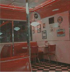 Ideas for red retro aesthetic wallpaper 80s Aesthetic, Aesthetic Colors, Aesthetic Images, Aesthetic Vintage, Aesthetic Photo, Aesthetic Wallpapers, Fur Vintage, Vintage Stil, Style Vintage