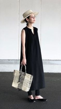 Japan Fashion, Girl Fashion, Fashion Outfits, Womens Fashion, Fashion Design, Minimalist Fashion Summer, Dress Over Pants, Minimal Outfit, Suki