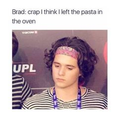 ayee you put it in the oven eeyy you put it in the oven Bradley Will Simpson, Brad Simpson, Vamps Band, Bradley The Vamps, Simpsons Funny, New Hope Club, Band Memes, Emo Girls, Stucky