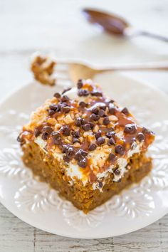 Pumpkin Caramel Poke Cake- Easy & the best pumpkin cake ever! Caramel sauce toffee bits chocolate chips & more! A total hit make it! Apple Spice Cake, Pumpkin Spice Cookies, Pumpkin Cake Recipes, Poke Cake Recipes, Poke Cakes, Pumpkin Dessert, Cupcake Cakes, Pumpkin Pumpkin, Pumpkin Puree